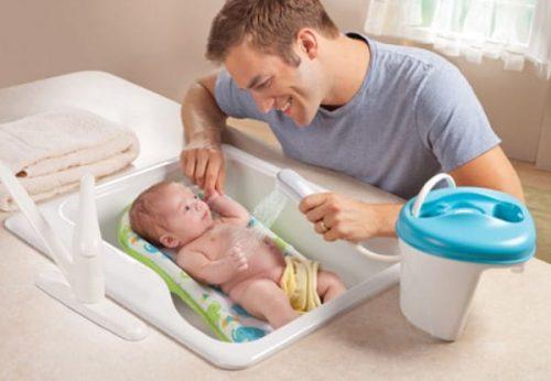 Những bước tắm cho trẻ sơ sinh mùa đông